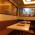華錦飯店 - 綺麗な店内