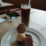 柊 - 酒粕のアイスなどのデザートとアイスコーヒー