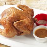 TAK CAFE - 丸ごとチキン。鶏肉丸々一羽を揚げた韓国の昔ながらのチキン。