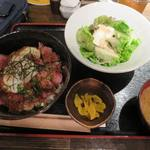 牡蠣屋うらら - 炙り牛タタキと温玉ねぎとろ丼_2015/08