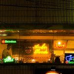 アンバーロンド - 国分町通りの味よしラーメンさんの交差点から、旧ラーメン国技場の方に進むと、左手の2階に色とりどりのネオンが見えてきます。