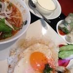 41074021 - ランチセット(トムヤムクンのフォーと鶏ごはん)
