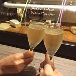ワインカフェ - 20:00までグラスワインぜーんぶ半額のワインバー