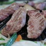 ジンギスカン楽太郎 - 料理写真:ジンギスカン焼いた肉
