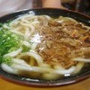 立花うどん - 料理写真:すぐに来ました 肉うどん490円~もっちりいい感じの麺に いい牛煮込んだ汁が