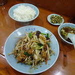 光華飯店 - 今週の定食の豚肉と野菜の辛子味噌炒めでございます