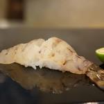 菊水鮓 - 料理写真:明石産天然車海老です、料理法のお好みを聞いてくださいました、身は生で、頭は塩焼きでお願いしました