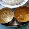 スターサンジ - 料理写真:右がチキンカレー、左が野菜カレー