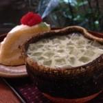 cafeゆう - 料理写真:「ツキノワグマ」の器で美味しくいただく抹茶ラテ