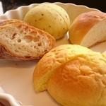 41197310 - ハーブのパン
