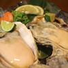 地魚屋台 とっつぁん - 料理写真:大粒の岩ガキ