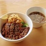 ストライプ ヌードルズ - ステーキ丼