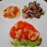 グランドプリンスホテル京都 中国料理 桃園 - 『イカのチリソース』『大海老のレモンソースがけ』『和牛しゃぶしゃぶ胡麻だれ』の3品盛り~♪(^o^)丿