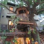レ・グラン・ザルブル - 都会らしからぬ大樹とツリー・ハウスを併せ持つ素敵なカフェ♪2