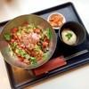 スンドゥブ - 料理写真:たっぷりのサラダ&ミンチに温泉卵の丼。