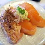 がってん寿司 - サーモン三昧(サーモン・サーモンマヨ・炙りサーモン揚げネギ添え)¥324