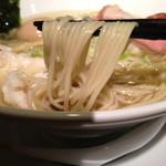 中華そば 頬白 - 麺リフト