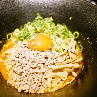 汁なし胆胆麺に、濃厚たまごをトッピング!!