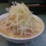 ラーメン二郎 - 小豚入り、ヤサイ、ニンニク、アブラ