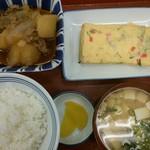 天六食堂 - 肉じゃがと玉子焼定食:648円