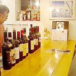 ランテルナロッサ - カウンターでおつまみを頂きながら飲むもヨシ