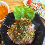 レイ アロハ - フォアグラステーキ丼サラダとスープ付き
