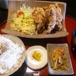 町家かふぇ - 鶏の立田揚げ定食880円、ご飯大盛50円