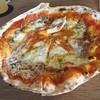 ワラナヤ - 料理写真:半熟卵のビスマルク  窯焼きピザで美味しく頂きました (*´ڡ`●)  店内は納屋を改造してあるカフェで長閑でした。