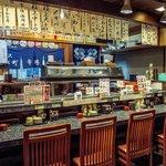 近江町市場寿し - 店内カウンター席(他にテーブル席有り)