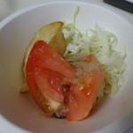 バワリー・キッチン - サーモンステーキセットのサラダ