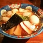 支那そば 八雲 - 黒だし特製ワンタン麺(1000円)+味玉(100円)