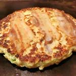 つくし - 料理写真:お好み焼き豚玉(素肌のまま)