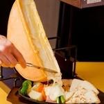 ジュリアーノ - アッツアツとろとろのチーズラクレット