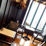 神戸にしむら珈琲店 - 重厚な造りの喫茶店