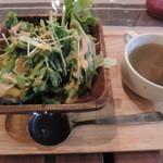 菜園バル CHIBI-CLO - ランチのサラダとスープ