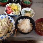 米米 - 料理写真:ネギ肉炒めのランチ。これで700円