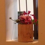 レ・グラン・ザルブル - 店内の花は、1階の花屋が活けた物です♪