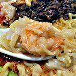 41520511 - 「担担麺」にトッピングした「海老雲呑」(2015年8月)