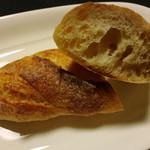 森のパン屋 - ミニバゲットの中