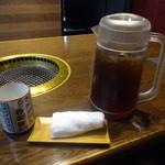 41544756 - 歴代首相の湯呑で、コーン茶を頂きますw