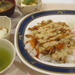 カフェテリア ルネ - ケバブライス・温泉卵・冷奴・味噌汁