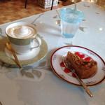 カフェ ピーチェ - 料理写真:ウインナーコーヒー&塩キャラメルチーズケーキ♡