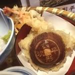 きやり - 天婦羅の椎茸には銭形平次の銭が刻まれている