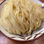 銀座 朧月 - つけ麺大盛り400g 濃厚つけ汁とバランスの良い極太ストレート麺はしっかりとした噛み応えがあり、麺好きにはたまらない。