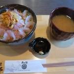 田村 岩太郎商店 - ヒラメ丼