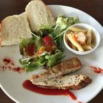 アクアサウスコースト - ランチのフォカッチャと前菜(2人分)