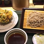 国産二八蕎麦 蕎香 - 5種野菜のかき揚げそば