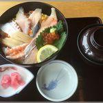 漁師料理 かつら亭 - 海鮮どんぶりセット(1,100円)