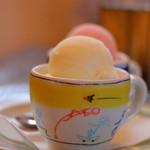 金魚坂 - アイスクリームの盛り合わせ2種  800円くらい