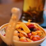 金魚坂 - お茶についてくるナッツやドライフルーツ